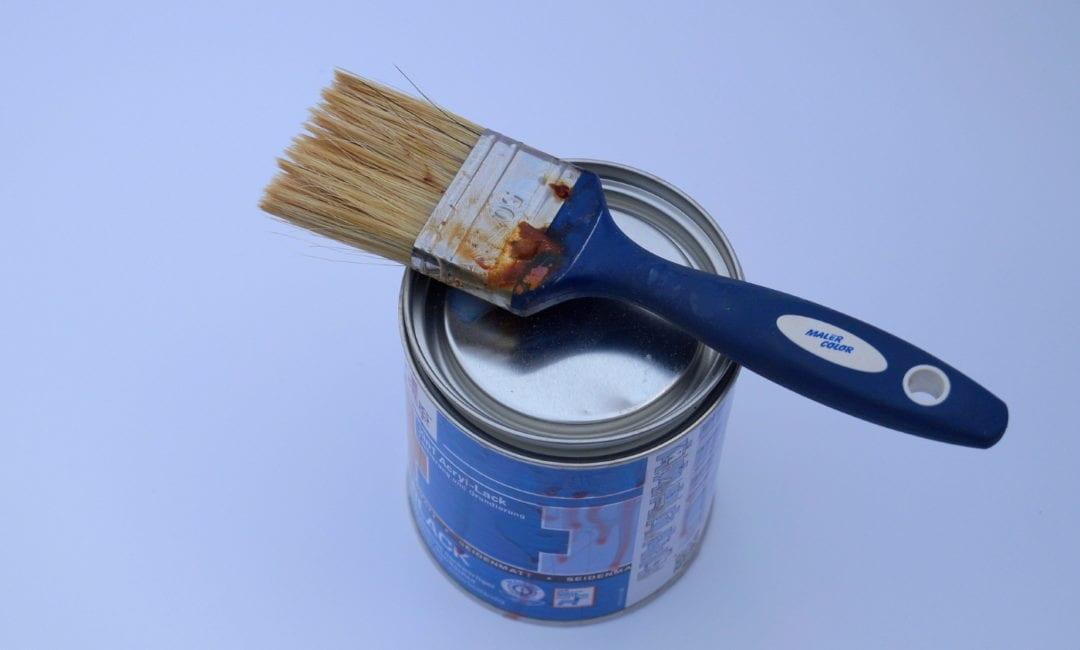 Holzfarbe für das Gerätehaus